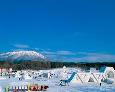 いわて雪まつりと岩手山